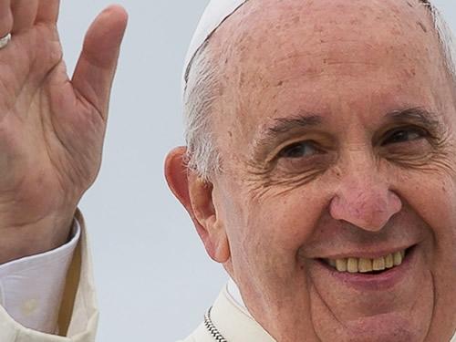Papa Francesco sbarca a Lesbo e porta via con sé 12 migranti Foto